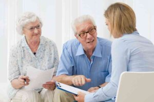attorney explaingin last will to man and woman